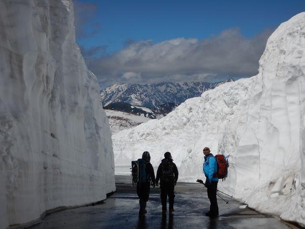 雪の大谷からの穂高